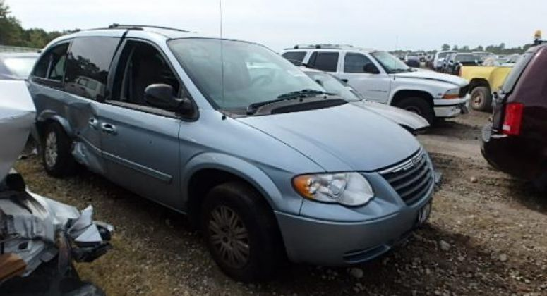CHRYSLER TOWN & COUNTRY 2005 3.3L